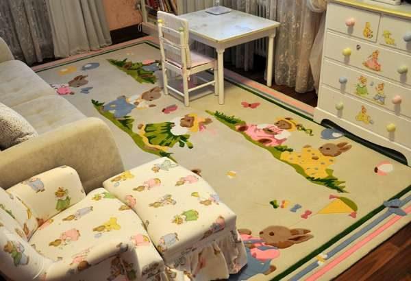 ковёр для комнаты, где дети до пяти лет