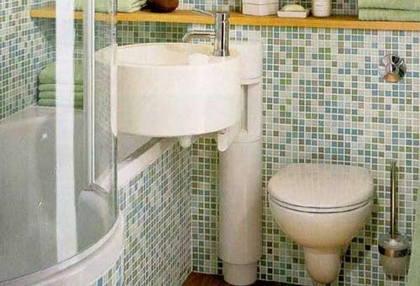 интерьер небольшой ванной комнаты с мозаикой