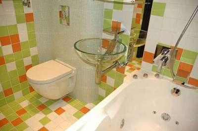 зелёно-бежевый дизайн ванной