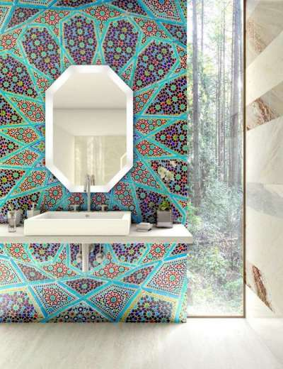 калейдоскоп из цветной мозаики в ванной