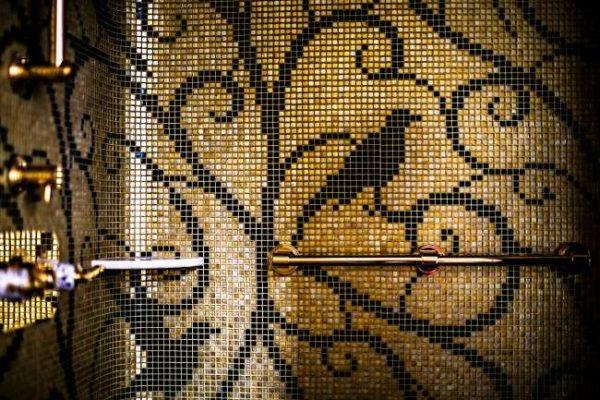 в ванной мозаика на стене