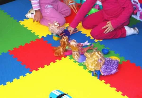 яркий мягкий пол в детскую комнату