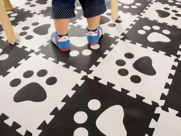 чёрно-белый мягкий пол в детскую комнату