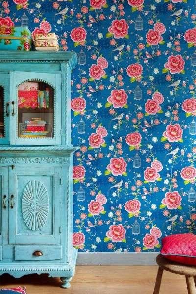 цветочный орнамент на обоях для детской комнаты девочки