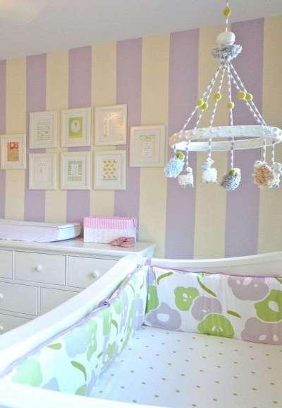 обои с вертикальными полосами для детской комнаты девочки
