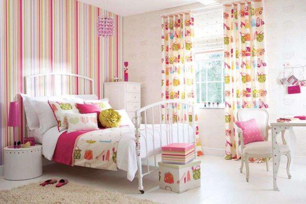 полосатые обои для детской комнаты девочки