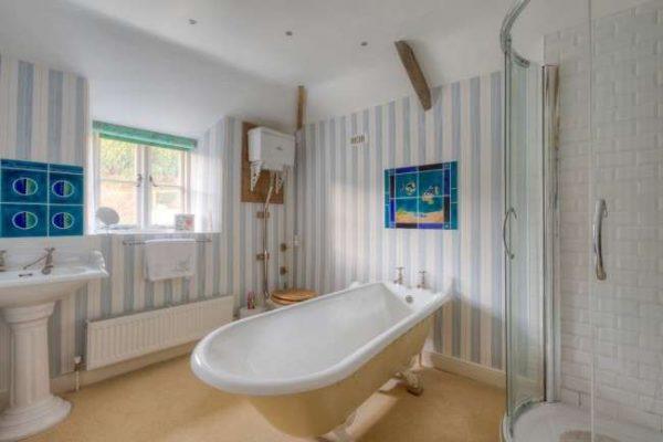 вертикальные панели пвх в ванной комнате