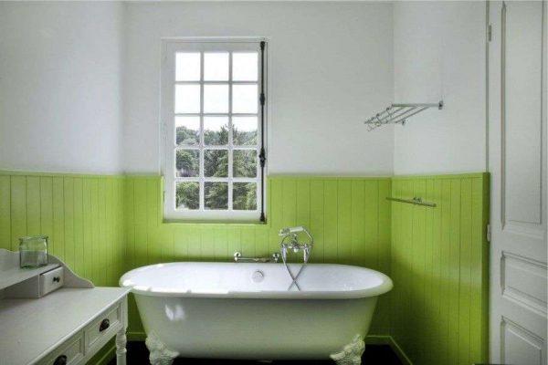 зелёные пластиковые панели в ванной