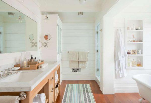 белые пластиковые панели в ванной