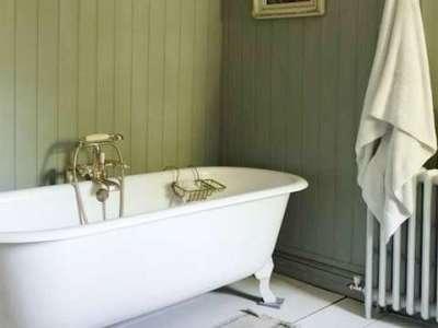зелёные панели пвх в ванной комнате