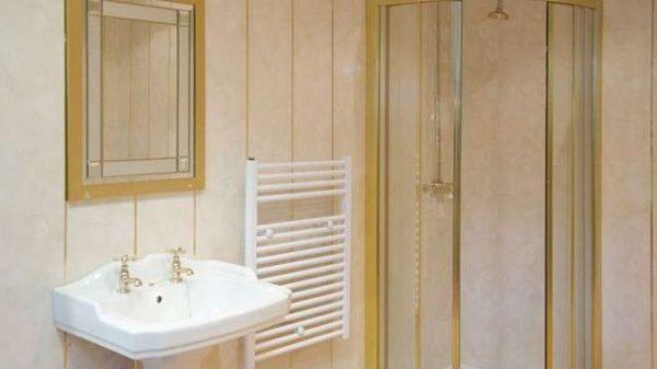 пластиковые панели с позолотой в ванной