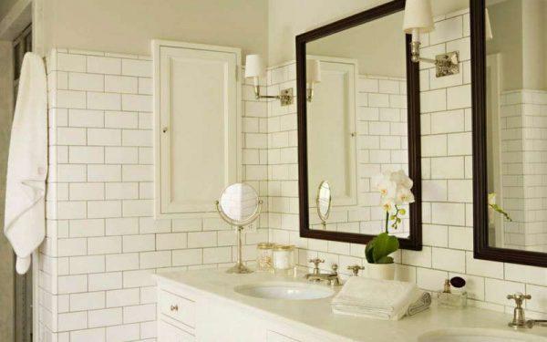 белая плитка кабанчик в ванной комнате