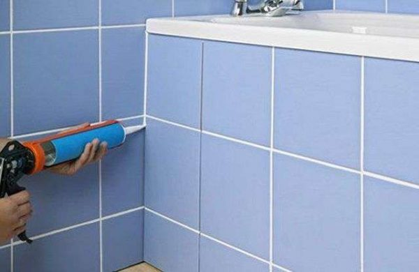 затирка швов в ванной пистолетом