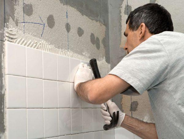 укладка плитки на стене ванной своими руками