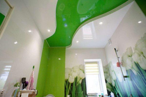 зелёный потолок в ванной