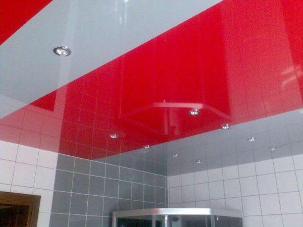 потолок с освещением в ванной
