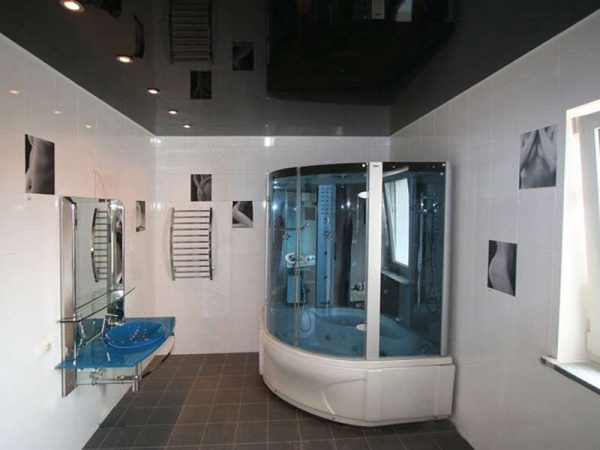 натяжной потолок в ванной чёрного цвета