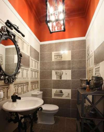 краска на потолке в интерьере ванной комнаты
