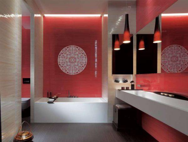 дизайн красной ванной с кафелем