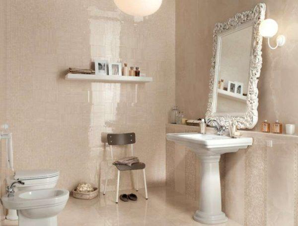 дизайн ванной со светлым кафелем