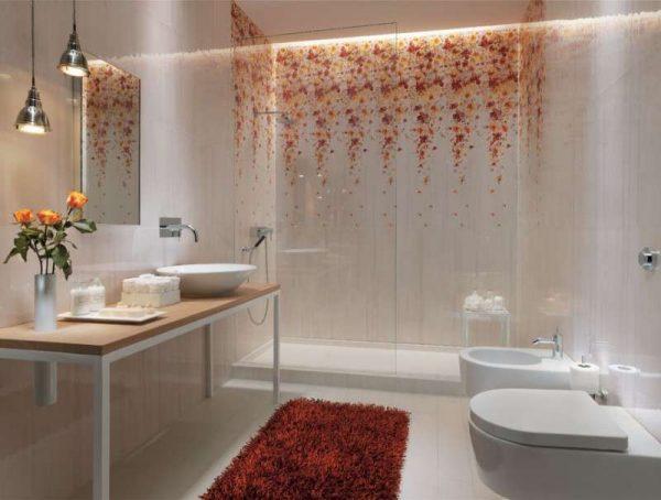 дизайн ванной комнаты с красивым рисунком на плитке
