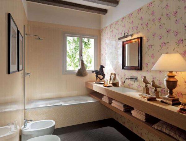 плитка с цветочками в интерьере ванной