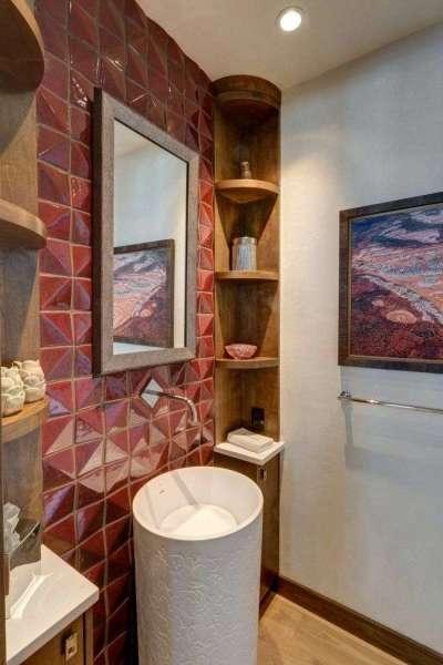 интерьер ванной комнаты с рельефной плиткой