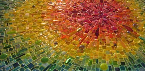 Мозаика из кусочков стекла