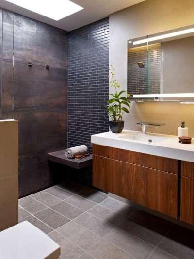 современная ванная комната с крупной и мелко