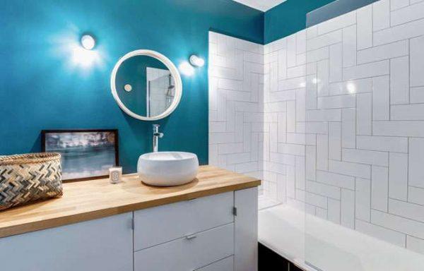 современная ванная комната с покраской