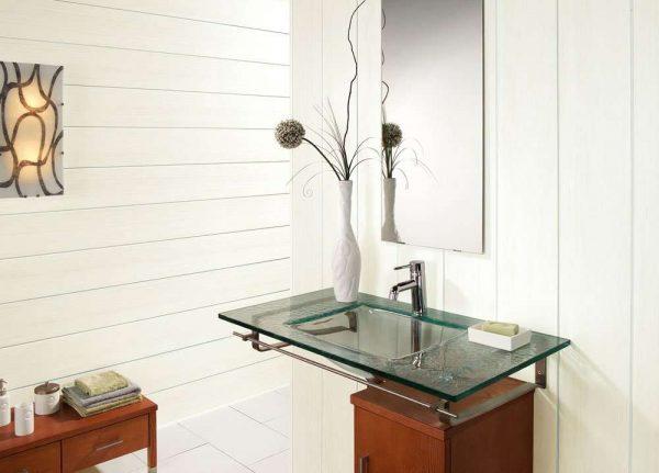 отделка ванной белыми пластиковыми панелями
