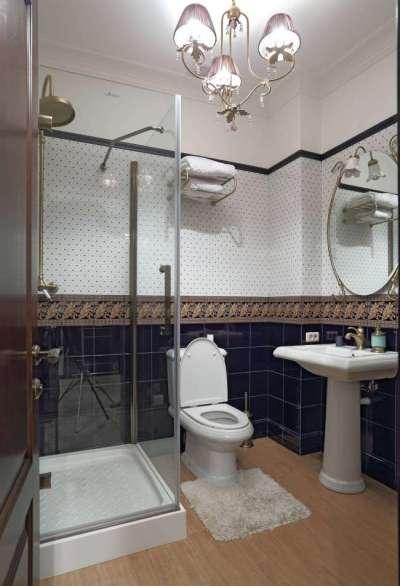 интерьер ванной с квадратной душевой кабиной