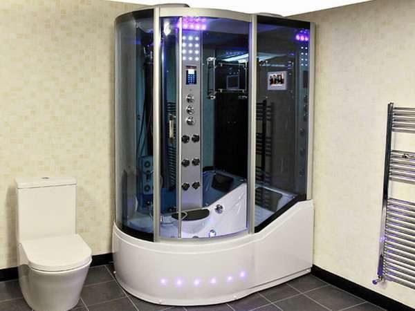 ванная комната со стационарной душевой кабиной