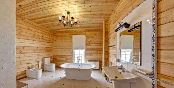 зеркало в ванной в деревянном доме