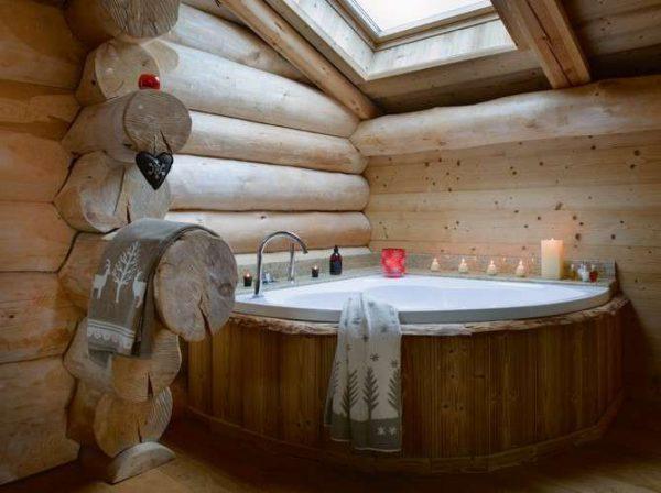ванна в мансардном помещении