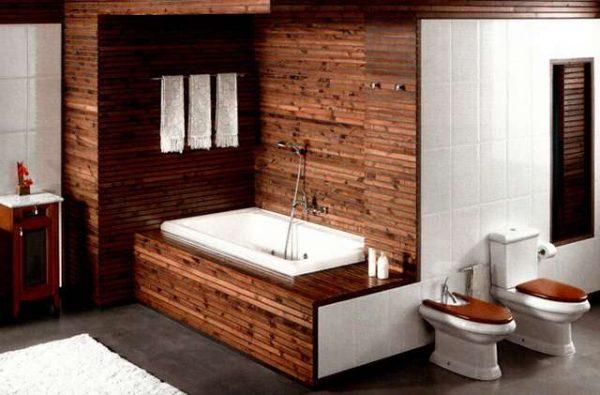 унитаз и биде в ванной деревянного дома