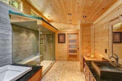 сауна в ванной комнате в деревянном доме