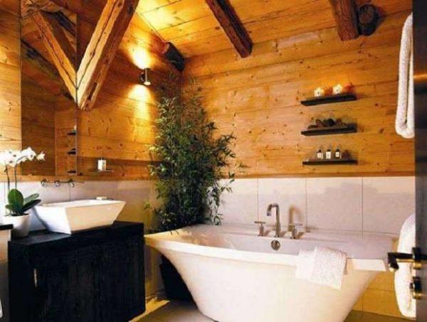 живые цветы в ванной в деревянном доме