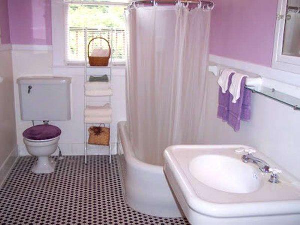 дизайн маленькой ванной в фиолетовом цвете