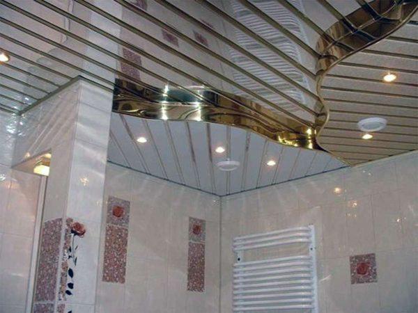 рейки на потолке в ванной комнате