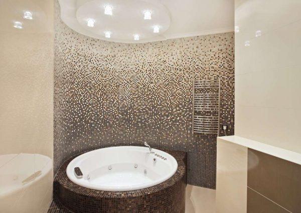 мозаика в интерьере ванной комнаты с туалетом