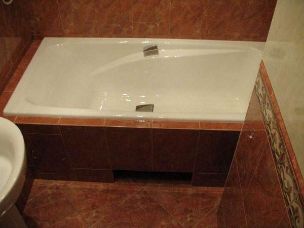 керамический бордюр на стыках ванной