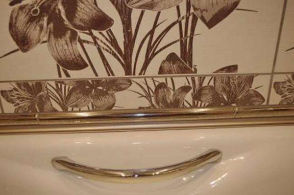 заделка щели в ванной керамическим бордюром