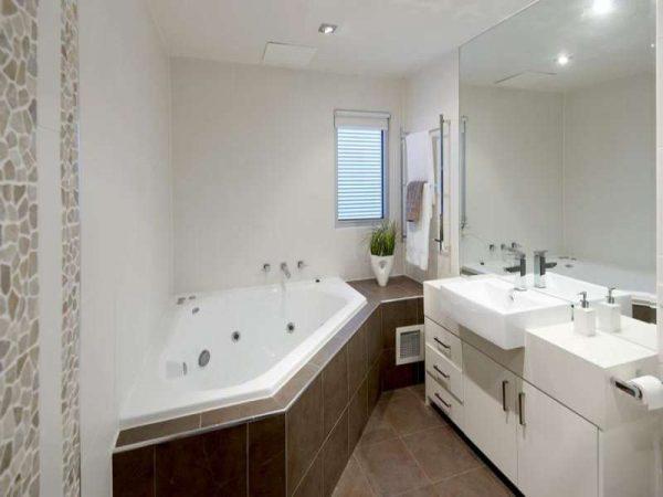 заделка стыков в ванной цементным раствором и плиткой