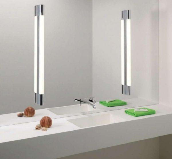 Люминесцентные лампы в ванной с зеркалом