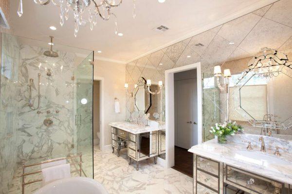 бра в ванной с зеркалом в классическом стиле