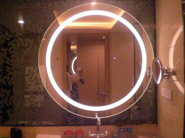 светодиодная лента на зеркале в ванной