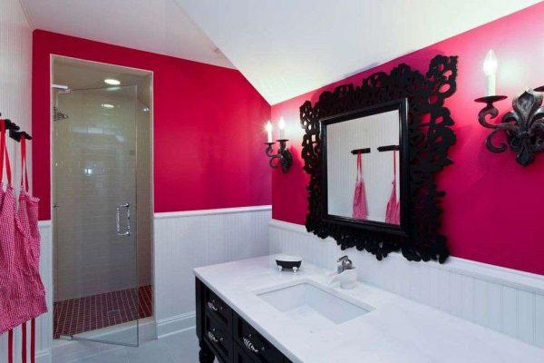 дизайн ванной с чёрным зеркалом