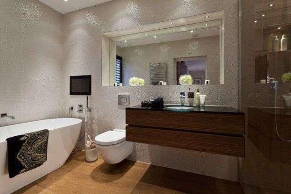 интерьер ванной с зеркалом в нише