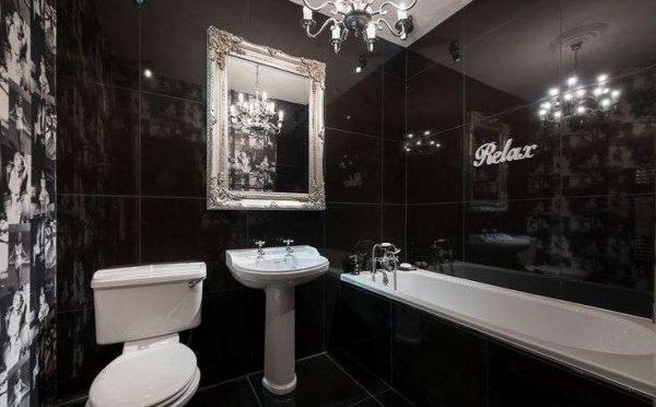зеркало в интерьере чёрной ванной